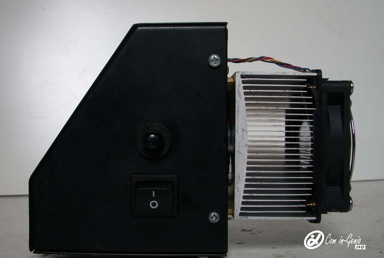 Caja controladora Termofijadora 8 en 1 Potenciada por Com in-Genio vista lateral, Trabajo Industrial.