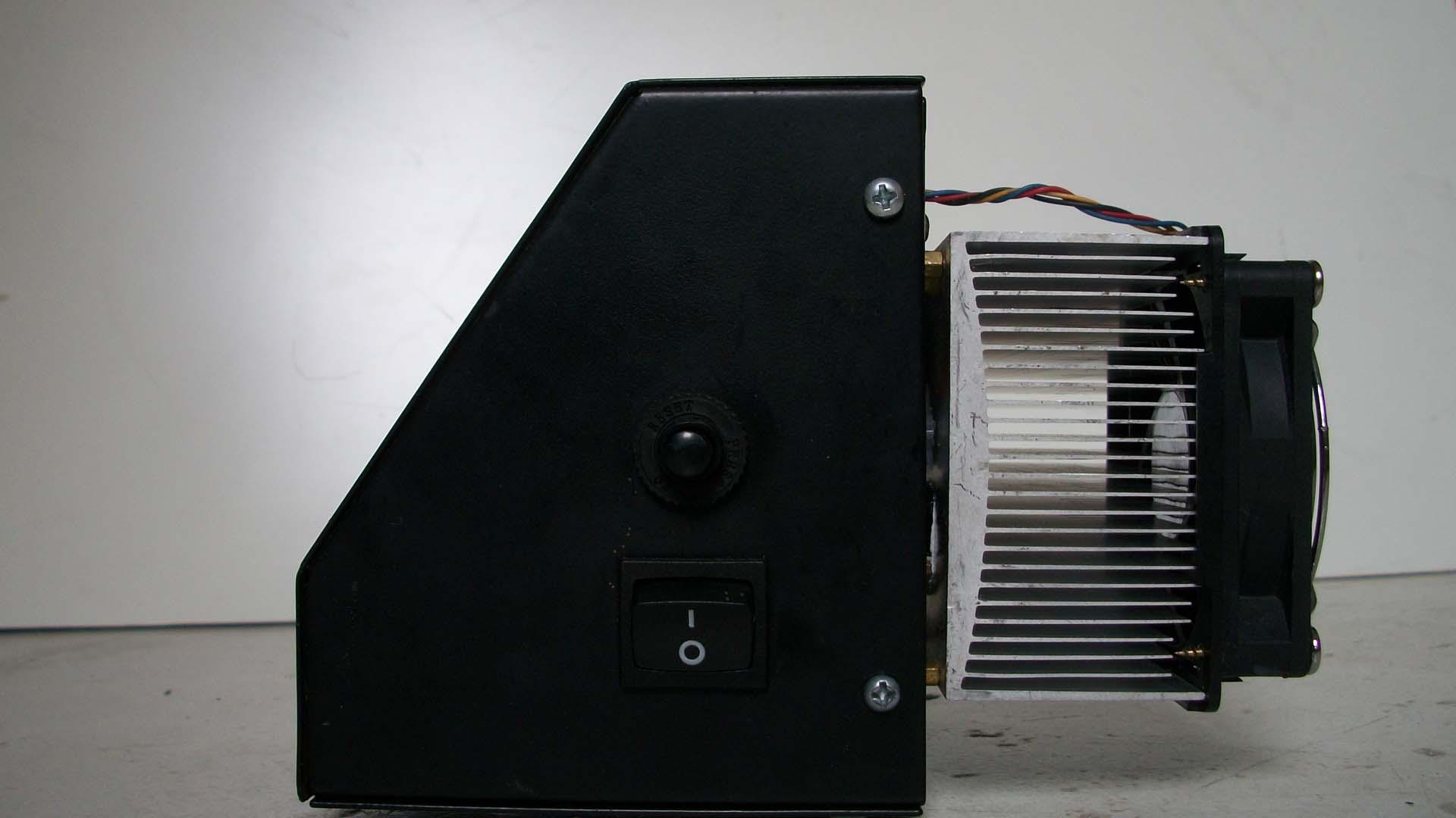 Foto del Sistema de Refrigeración diseñado por Com in-Genio para Control de Temperatura y Tiempo de Termofijadora 8 en 1 en Cali Colombia. Parte del Programa de I+D de Com in-Genio.