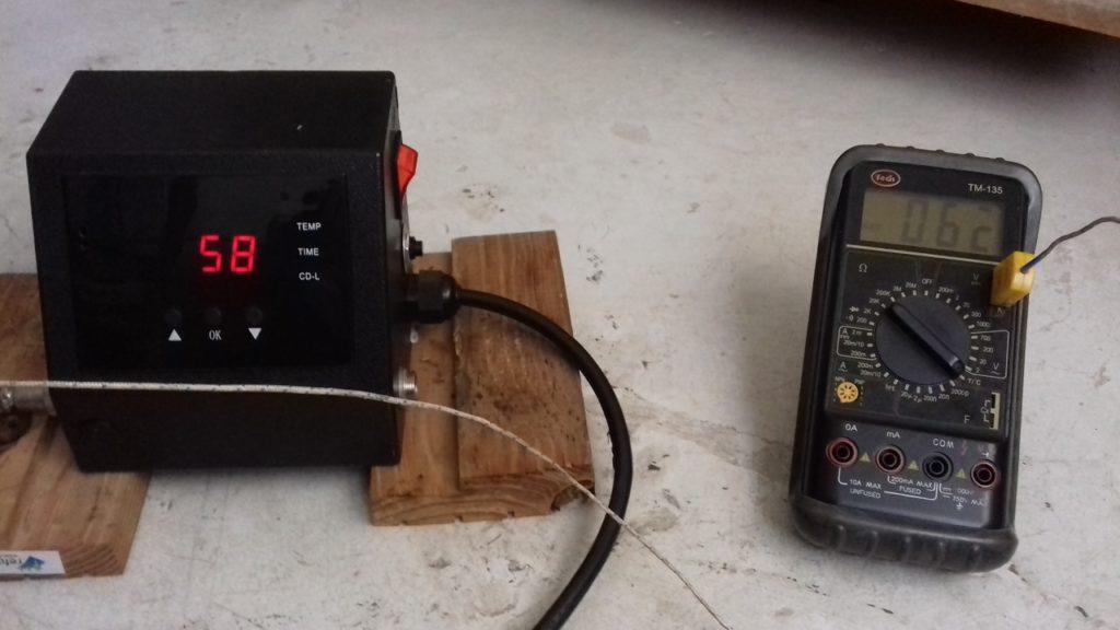 Com in-Genio: Termofijadora Multifuncional siendo calibrada en ºC con Equipo patrón en ºC, Procedimiento en taller en Cali - Colombia. Resistencia Pruebas.
